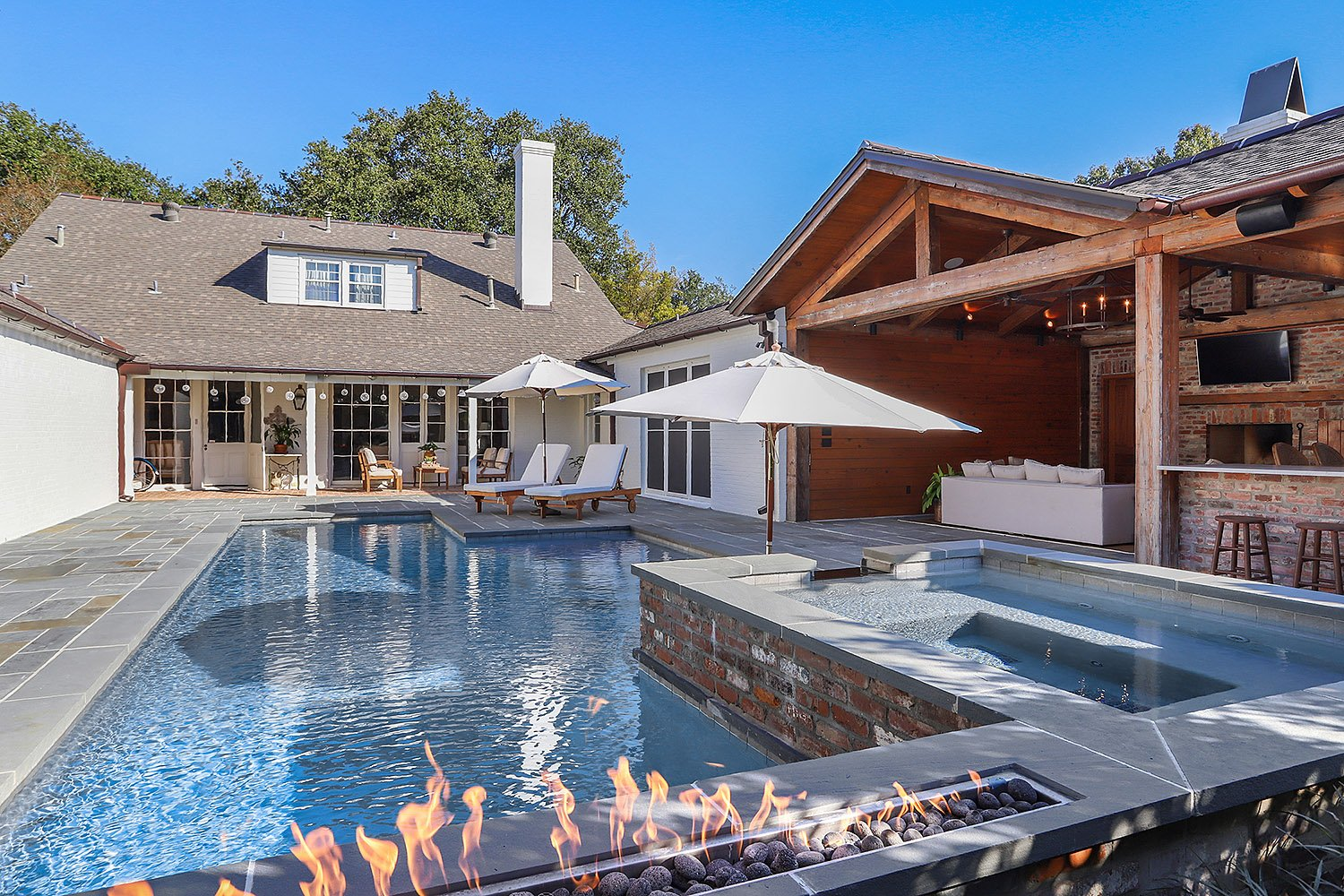 Baton Rouge Pool with Fire Feature