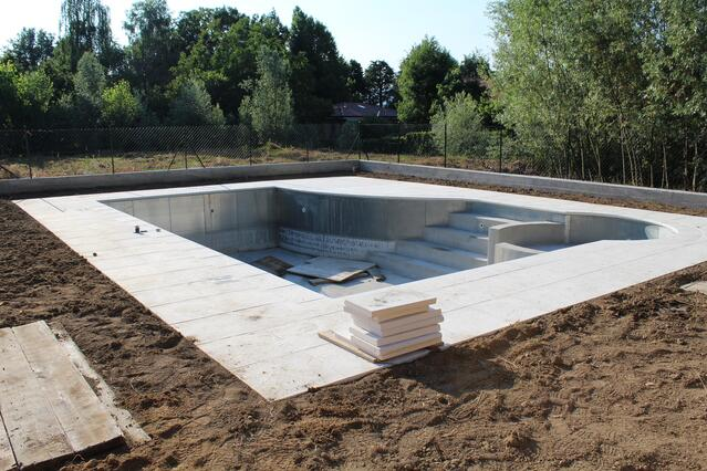 Building a Pool for Spring: Important Question to Ask Your Pool Builder