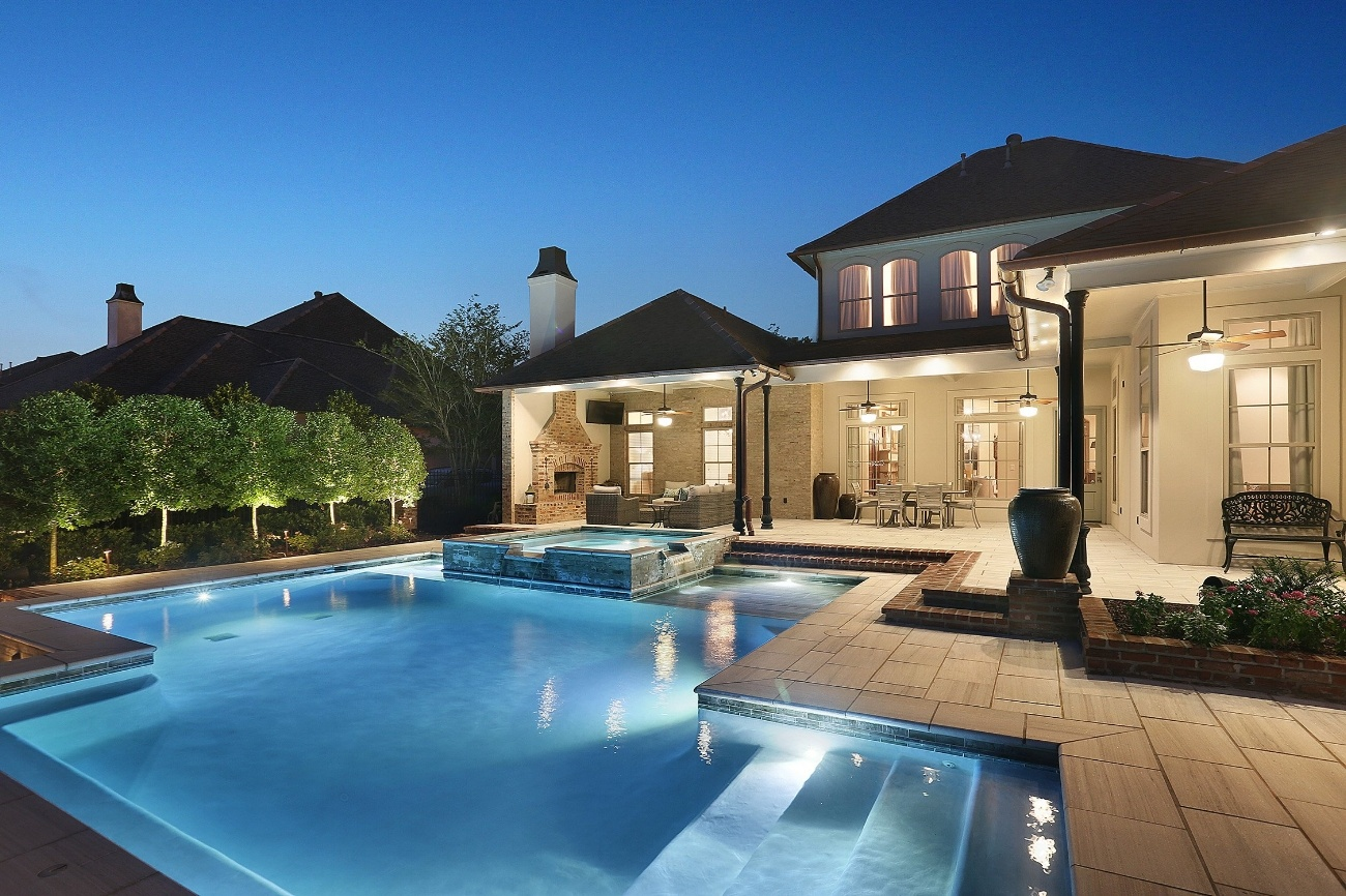 Lucas Firmin Raised Spa Pool at Bocage Lakes