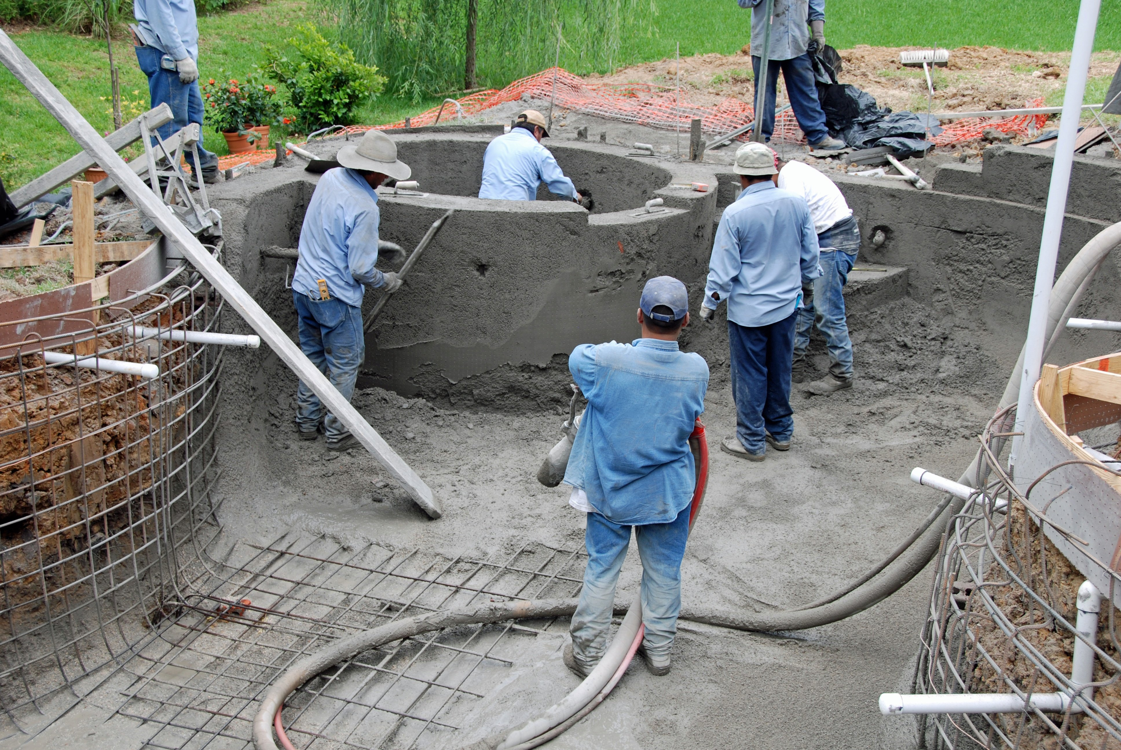 Baton rouge home swimming pools what is gunite - How to fix a hole in a swimming pool ...