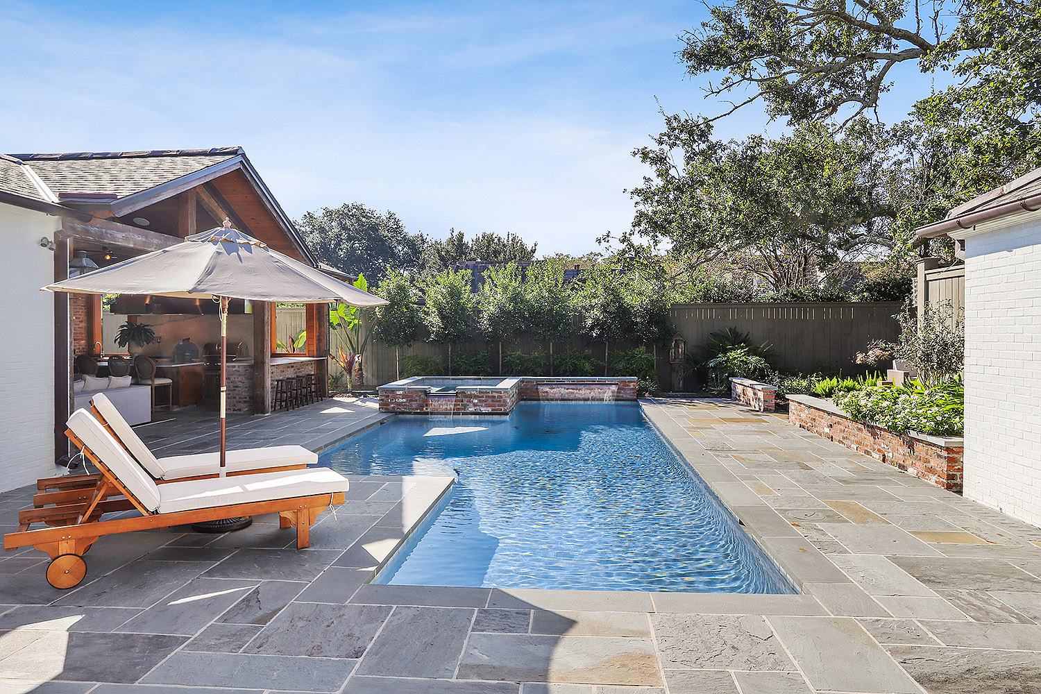 Baton Rouge pool with water feature