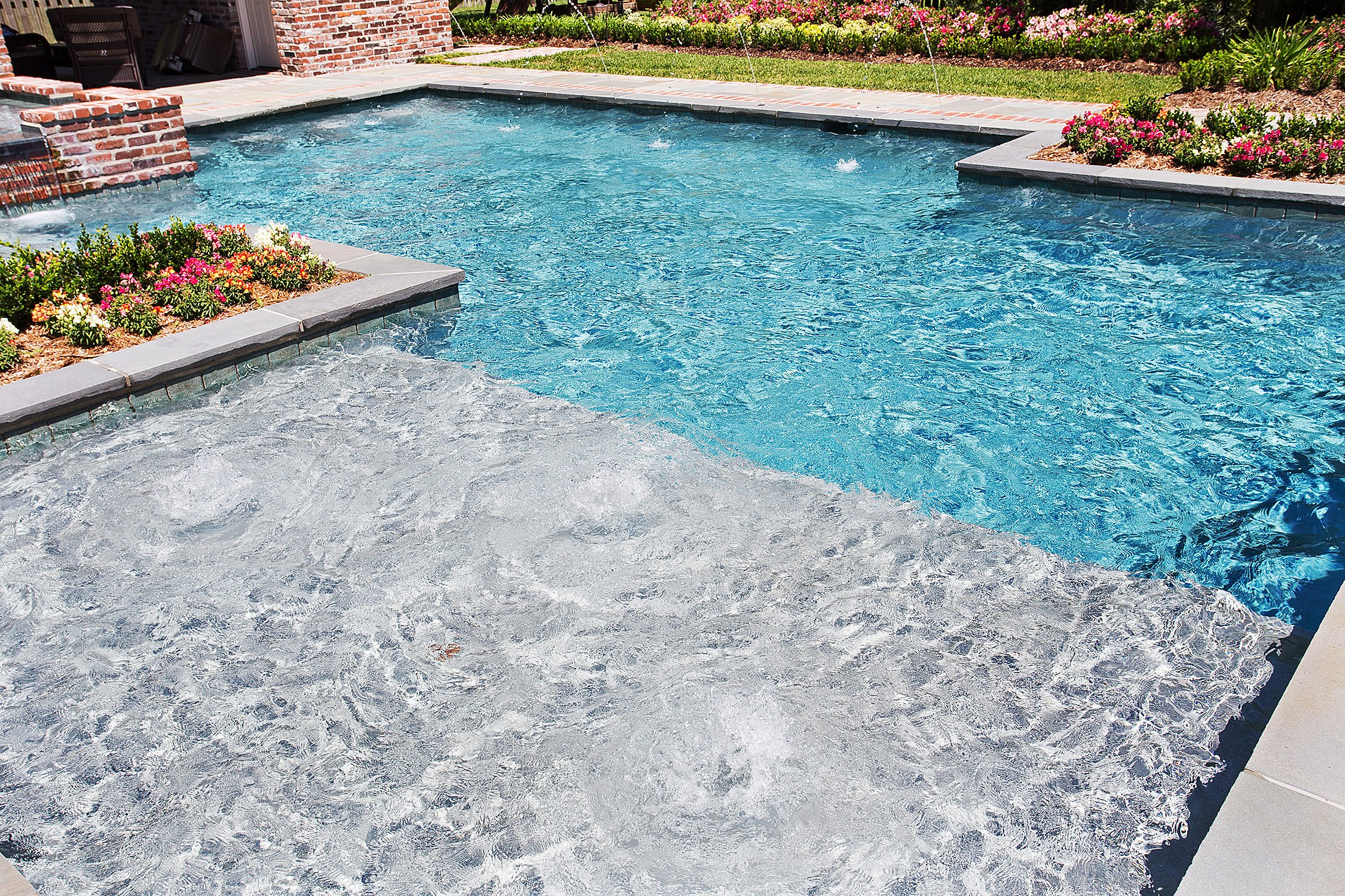 Gunite pools baton rouge with tanning ledge