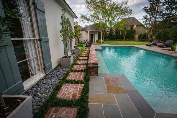 landscaping around baton rouge pool